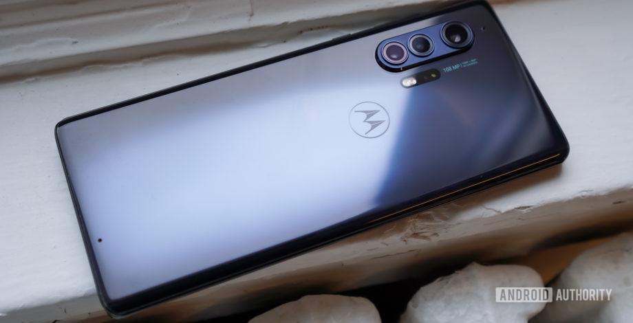 Revisión de Motorola Edge Plus: no es perfecto, pero a la par