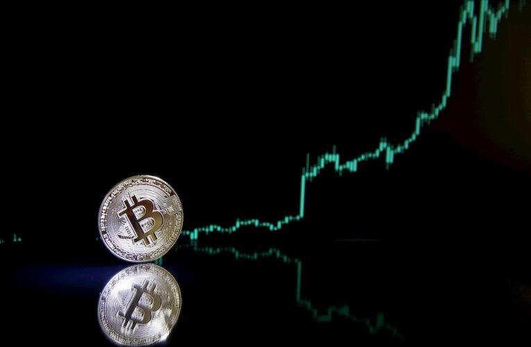 """Bitcoin alcanza el nivel histórico de """"sobreventa"""", ¿señal alcista?"""