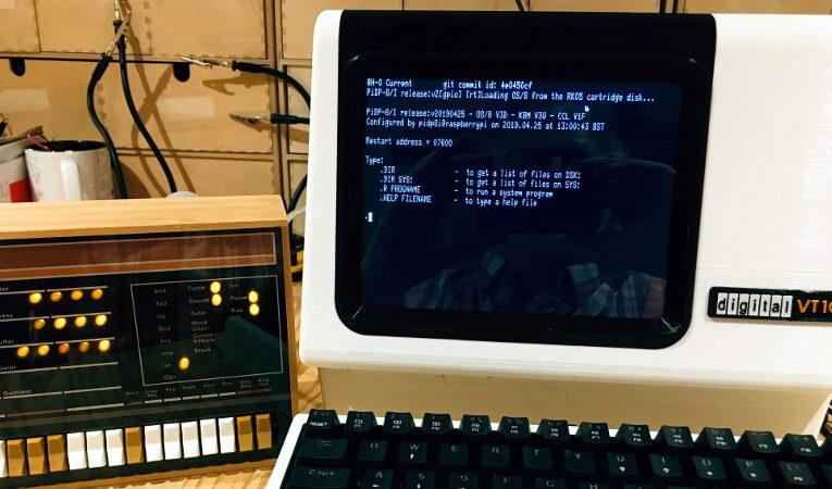 El terminal VT100 de escala 2: 3 se acerca a sus raíces